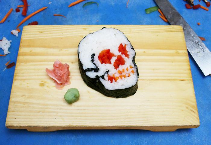 iskelet şeklinde sushi