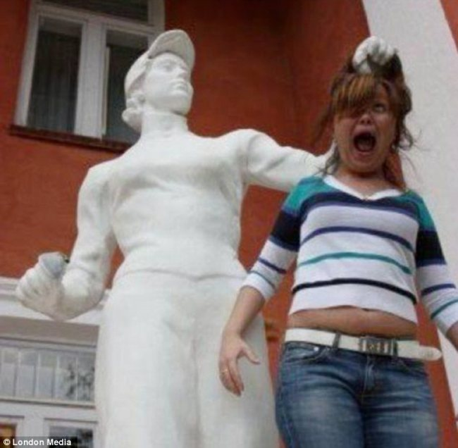 heykellerden dayak yiyen insanlar145