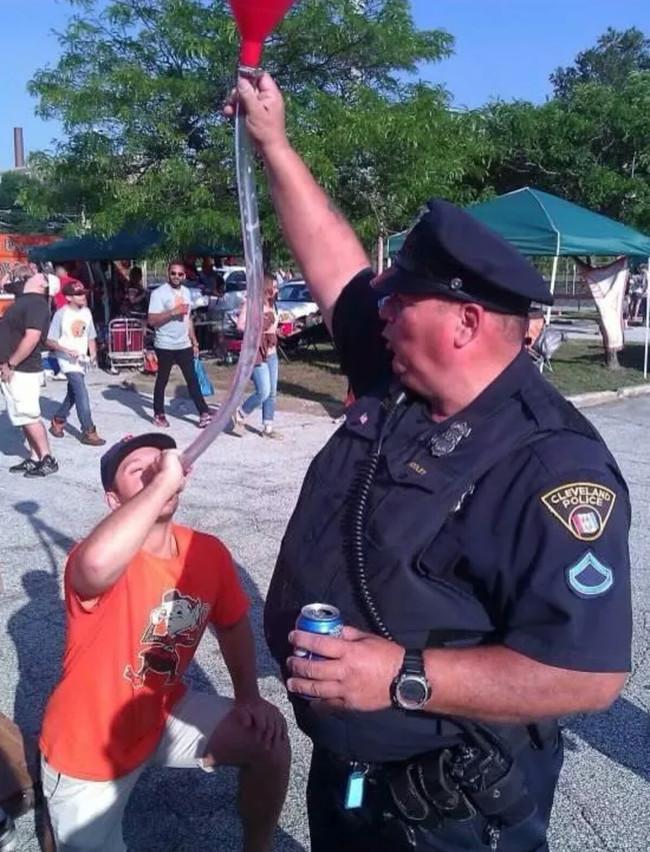 Eğlenen iyi polisler-454
