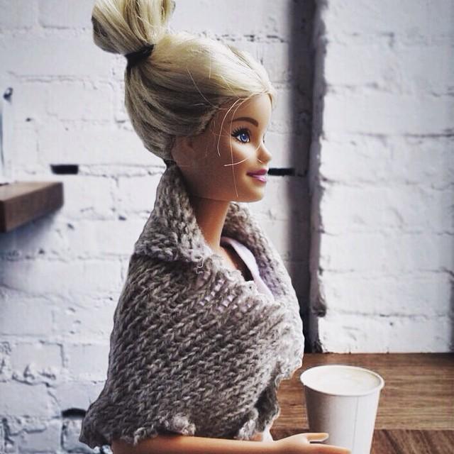 Hipster Barbie, Klişe Instagram Pozlarıyla InstaGirl'lere Meydan Okudu 3