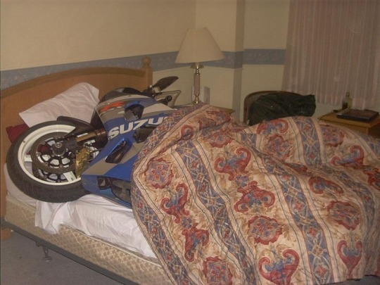 motor yatakta