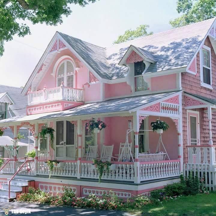 pembe panjurlu ev