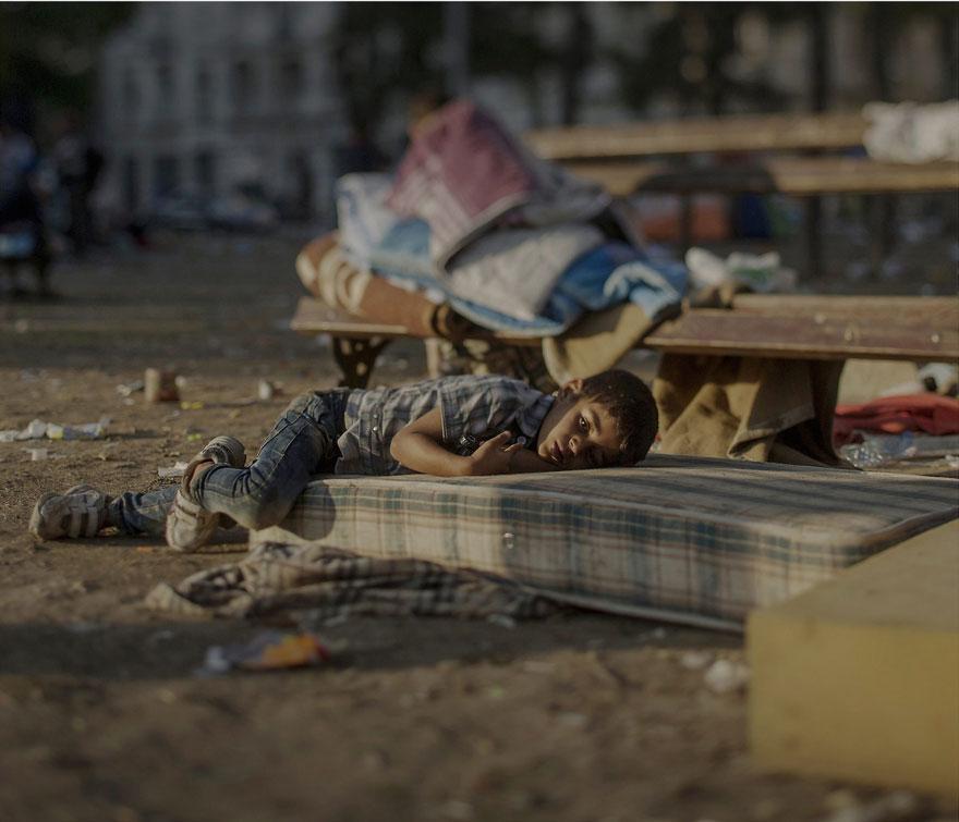 Suriyeli göçmen çocukların yattığı yerler magnus wennman 2