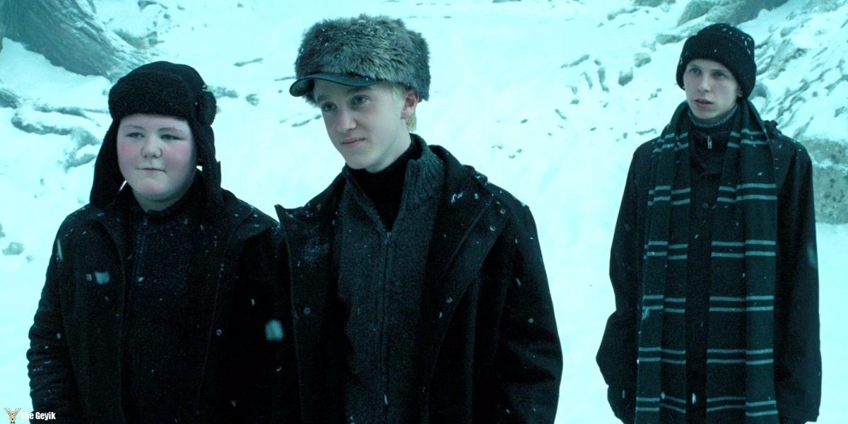 bronson-webb-played-a-slytherin-student-and-friend-to-draco-malfoy-in-harry-potter-and-the-prisoner-of-azkaban-hes-the-one-on-the-right