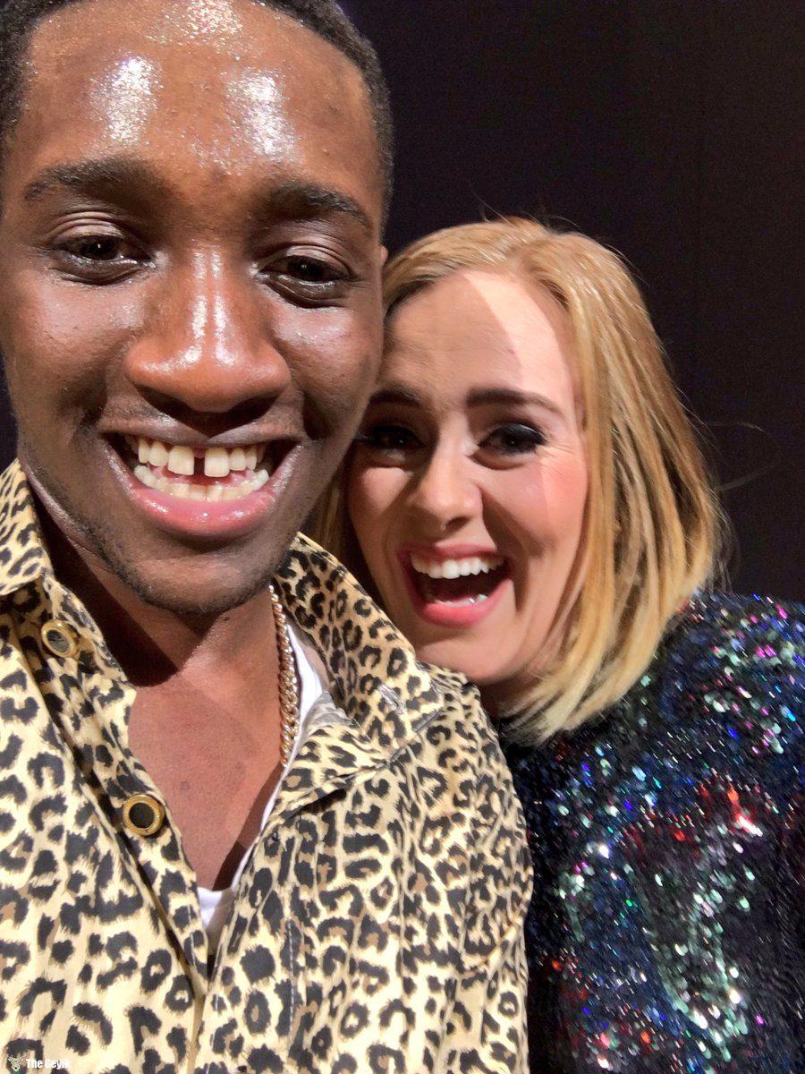 Adele hayranını dudaktan öptü
