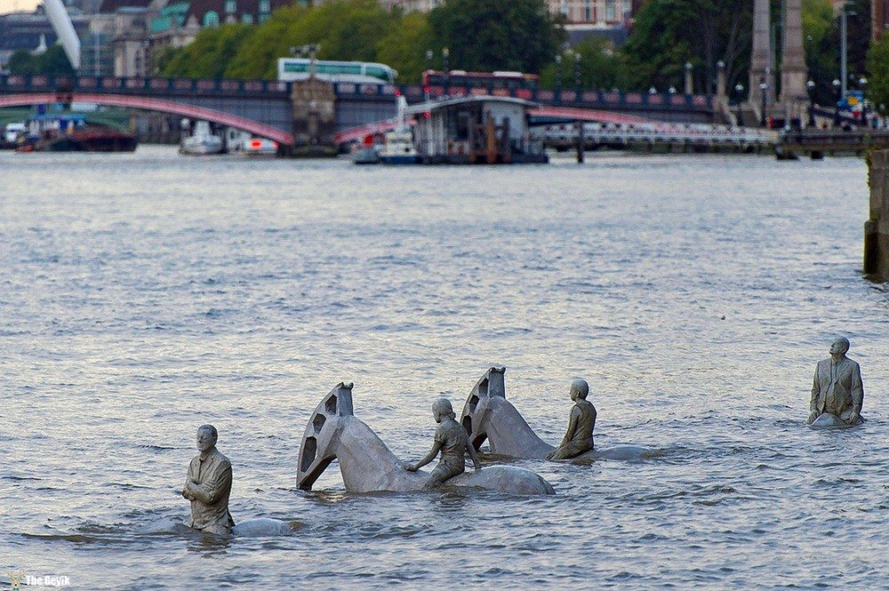the-horsemen-on-the-thames-england1